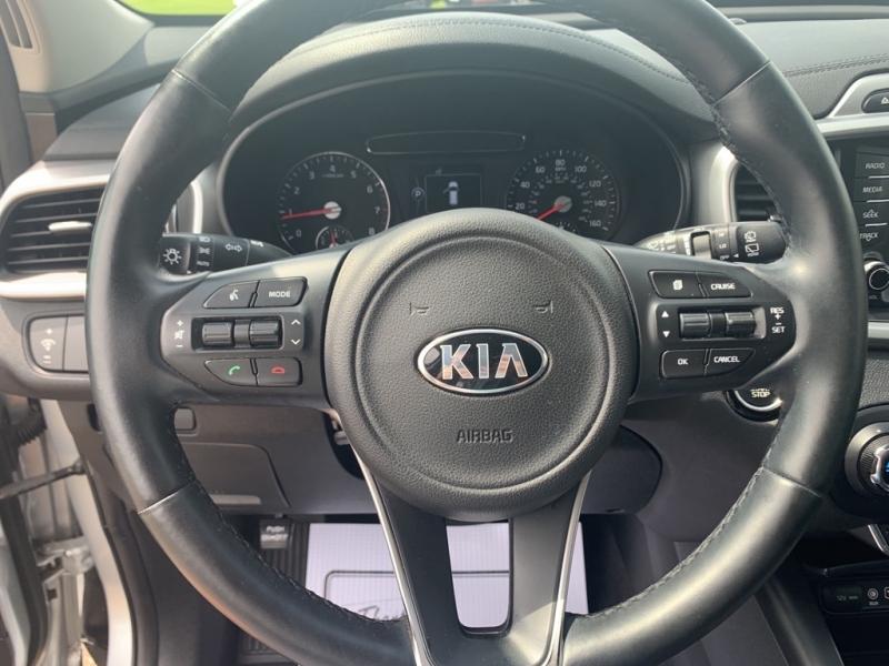 Kia Sorento 2017 price $21,988
