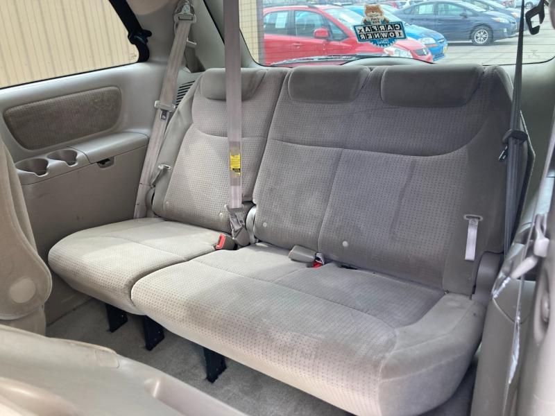 Toyota Sienna 2009 price $5,300