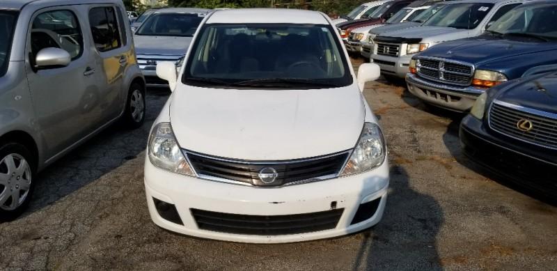 Nissan Versa 2010 price $4,000