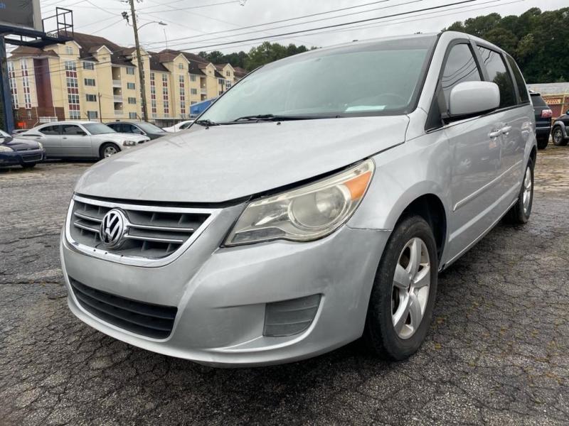 Volkswagen Routan 2010 price $5,500