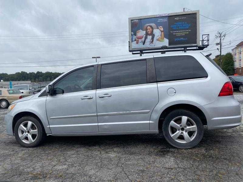 Volkswagen Routan 2010 price $6,000