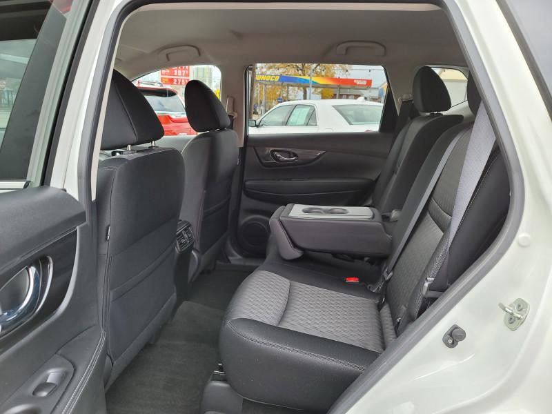 Nissan Rogue 2017 price $17,900