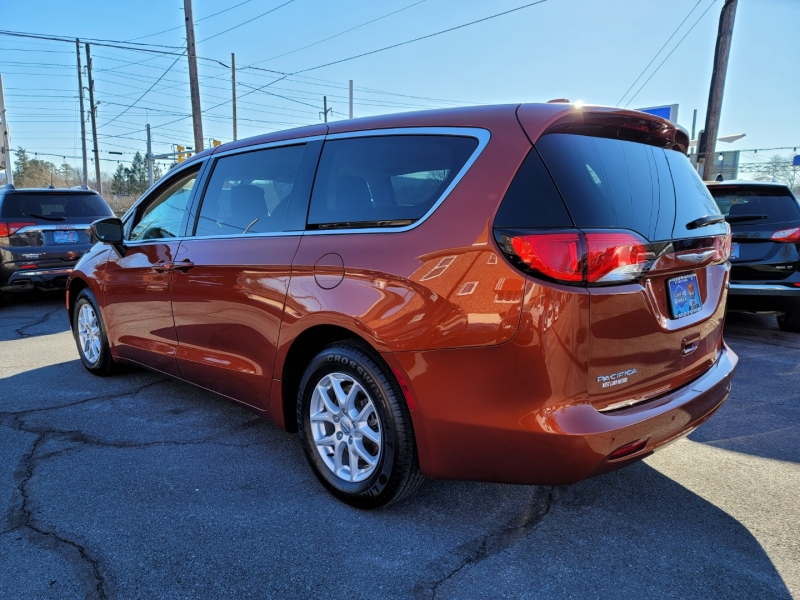 Chrysler Pacifica 2018 price $19,900