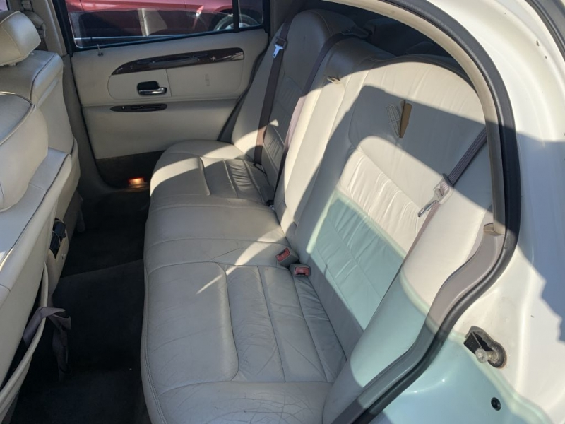 LINCOLN TOWN CAR 2001 price $2,999