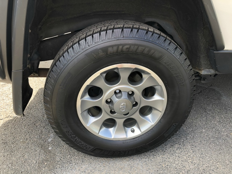 Toyota FJ Cruiser 2012 price $26,900