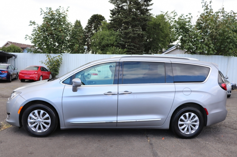 Chrysler Pacifica 2019 price $19,990