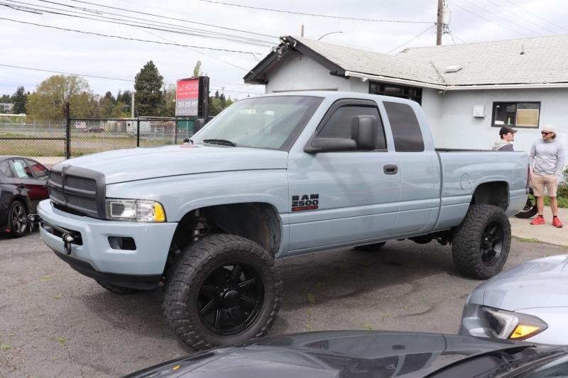 Dodge Ram 2500 1999 price $17,500