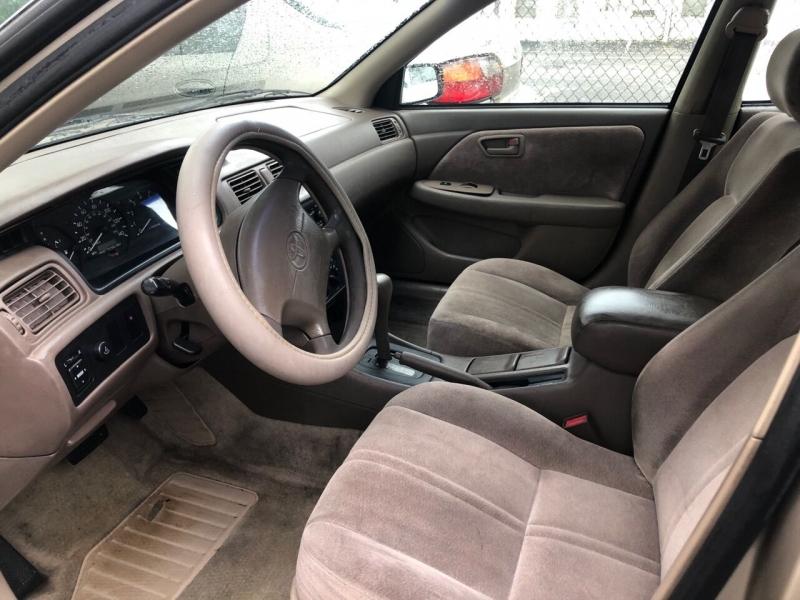 Toyota Camry 1998 price $2,000