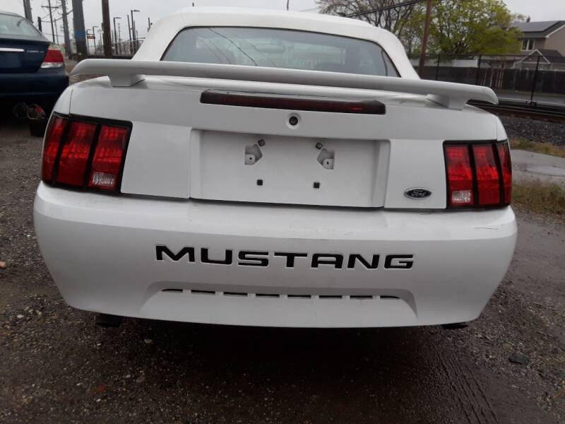 Ford Mustang 2004 price $3,600