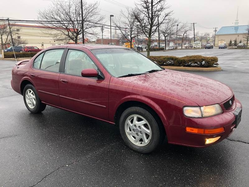 Nissan Maxima 1996 price $2,400