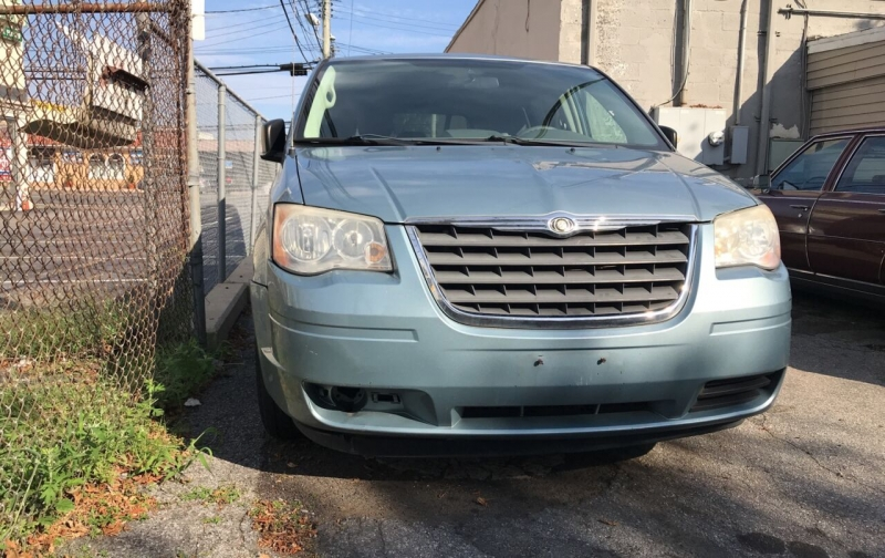 Chrysler Town and Country 2008 price $4,200