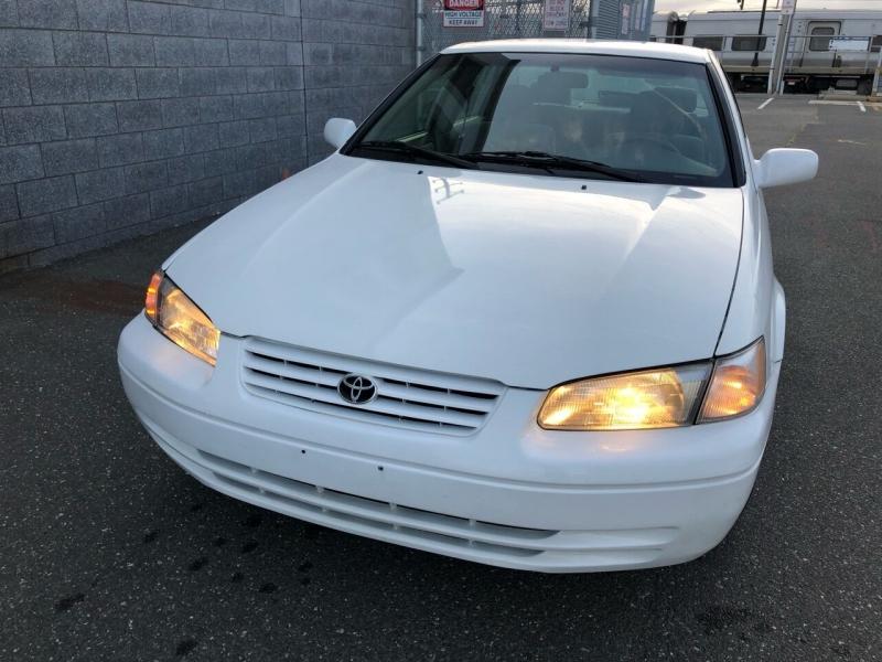 Toyota Camry 1999 price $1,750