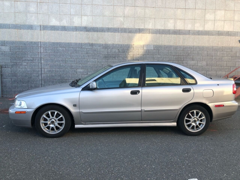 Volvo S40 2004 price $2,600