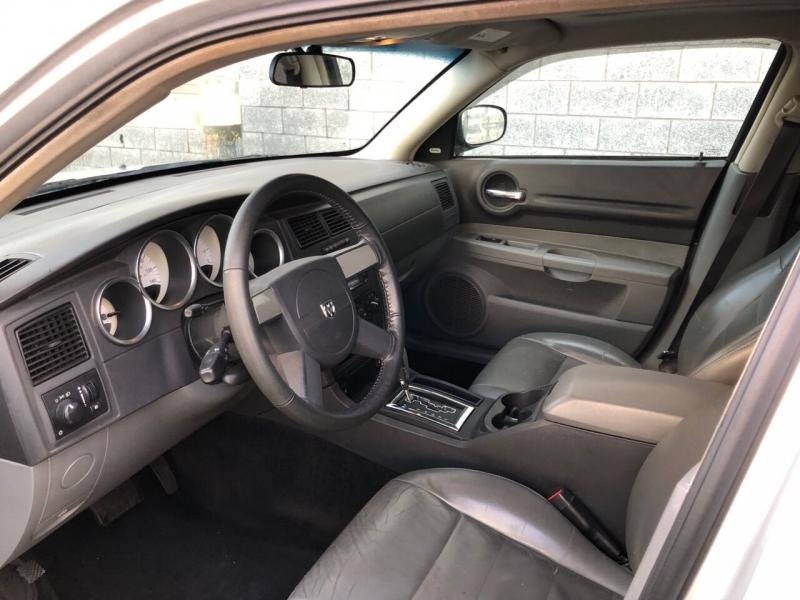 Dodge Magnum 2005 price $2,700