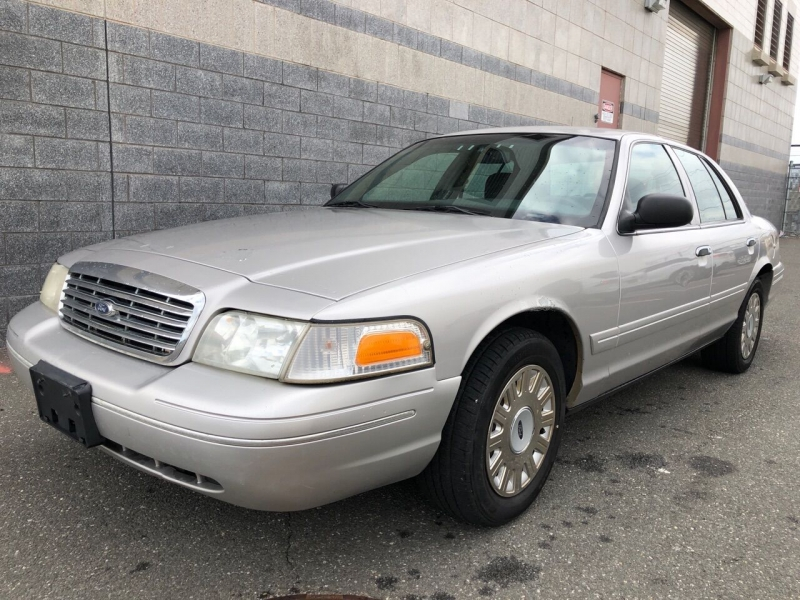 Ford Crown Victoria 2005 price $2,350