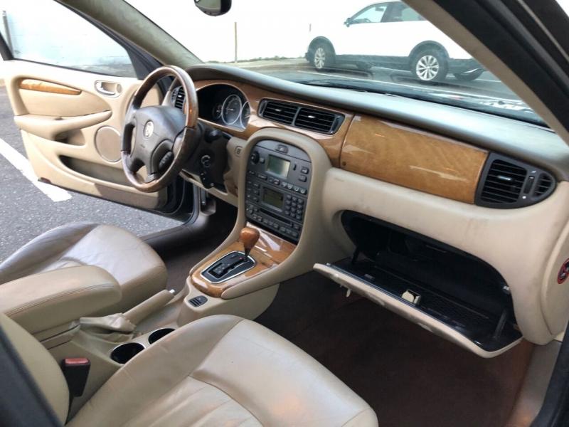 Jaguar X-Type 2004 price $2,850