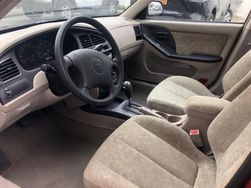 Hyundai Elantra 2002 price $2,950