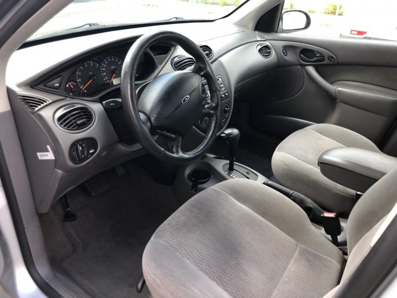 Ford Focus 2001 price $2,800
