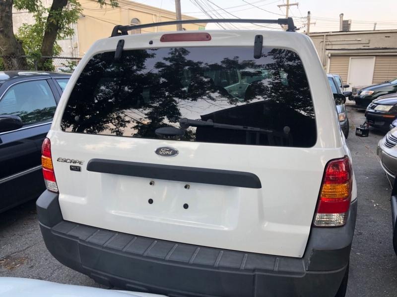 Ford Escape 2005 price $3,600