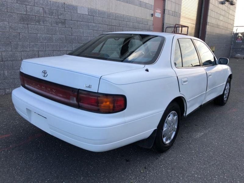 Toyota Camry 1993 price $2,300
