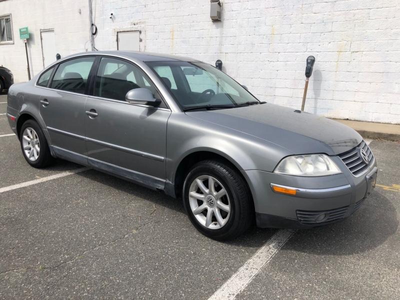 Volkswagen Passat 2004 price $3,200