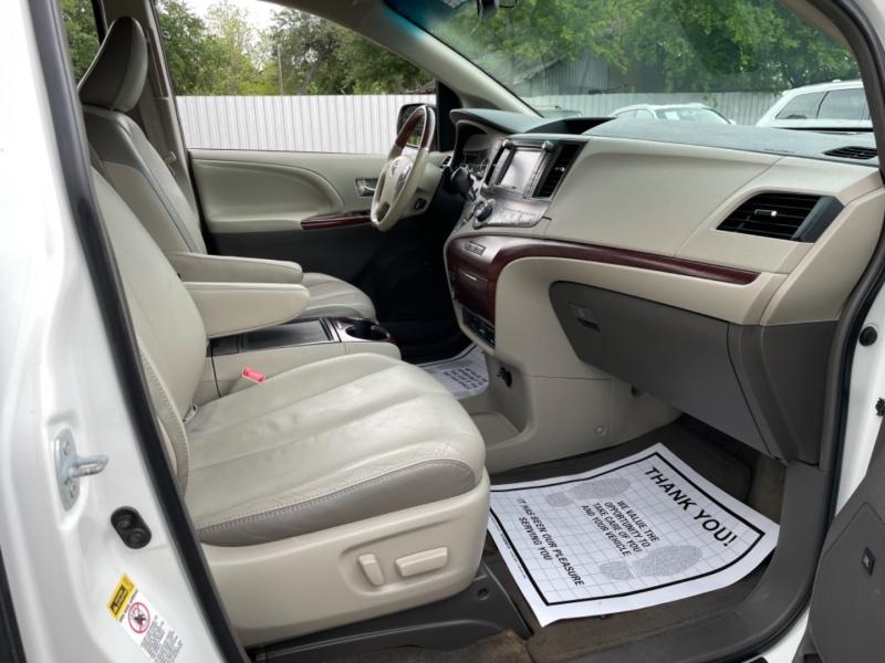 Toyota Sienna 2014 price $15,490