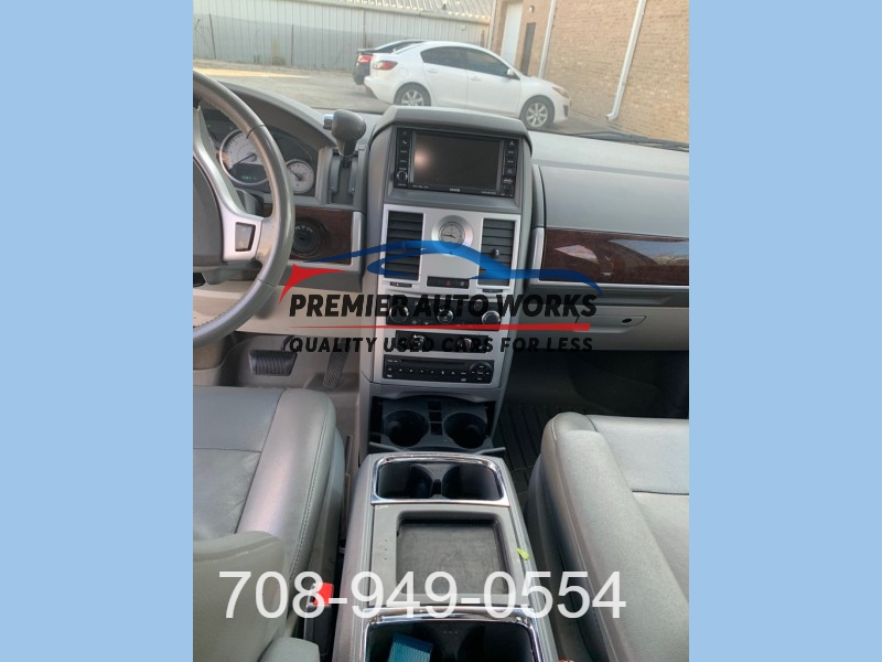 CHRYSLER TOWN & COUNTRY 2010 price $4,999