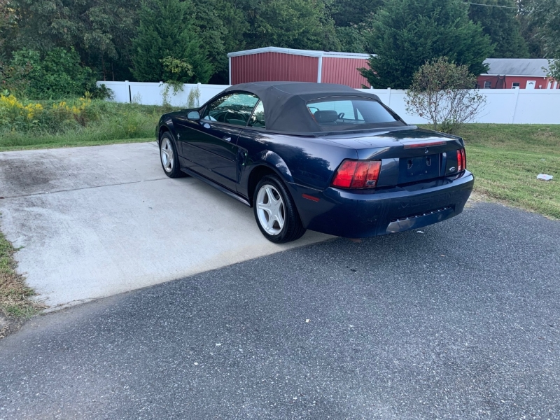 Ford Mustang 2001 price $3,999