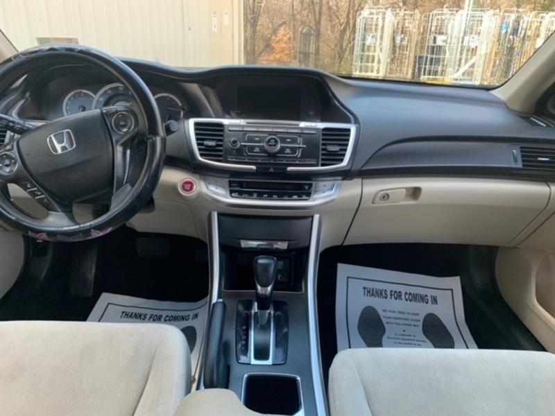 Honda Accord Sedan 2015 price $10,999