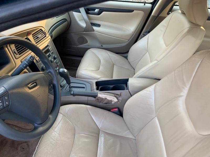 Volvo S60 2001 price $3,999