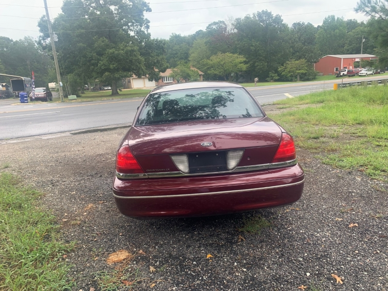 Ford Crown Victoria 2004 price $3,999