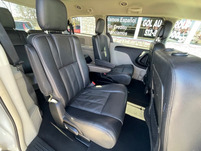 CHRYSLER TOWN & COUNTRY 2013 price $7,500