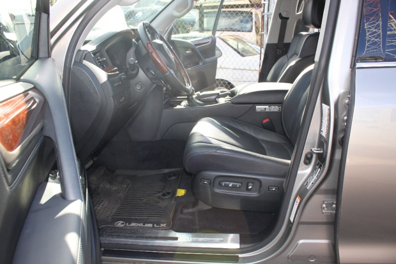 Lexus LX 570 2017 price $69,999