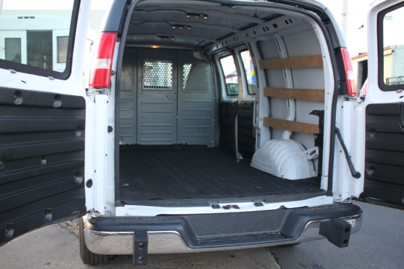 GMC Savana 2500 Cargo van only 13Km 2017 price $24,999