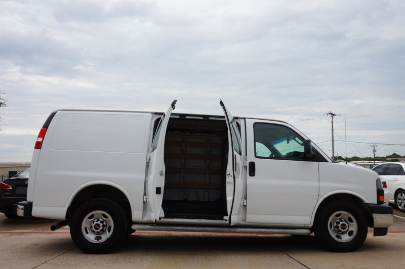 GMC Savana Cargo Van 2018 price $21,900