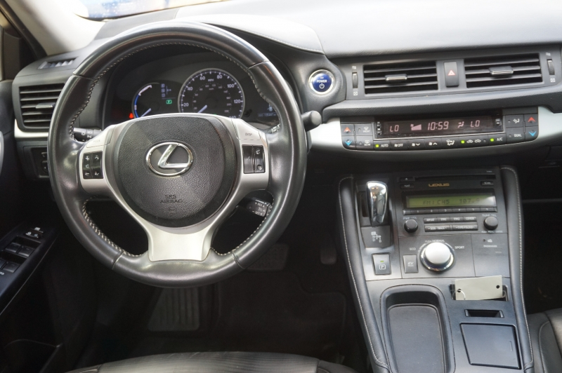 Lexus CT 200h 2013 price $11,900
