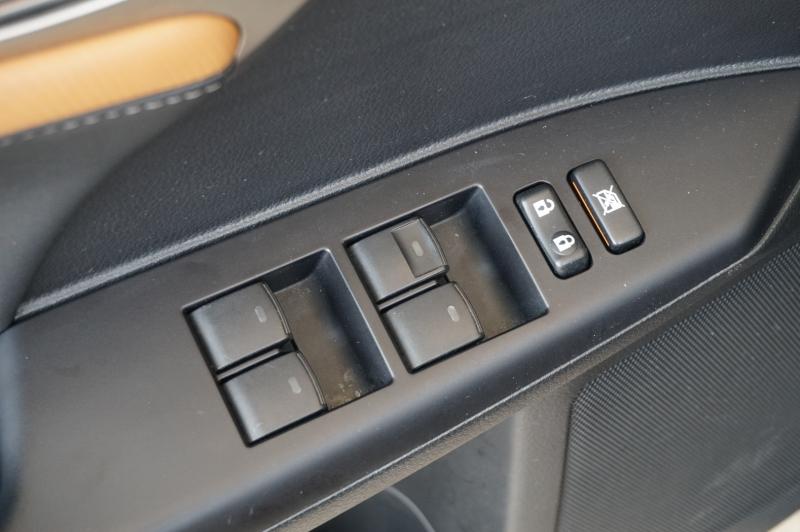 Lexus CT 200h 2015 price $20,750