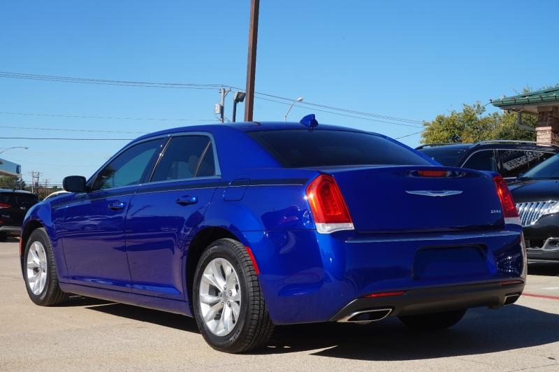 Chrysler 300 2019 price $21,950