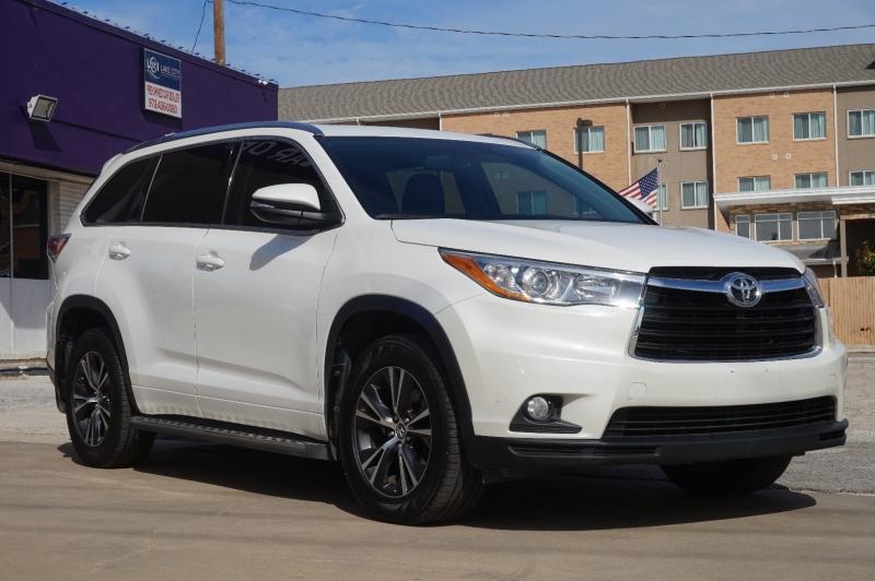 Toyota Highlander 2016 price $25,750