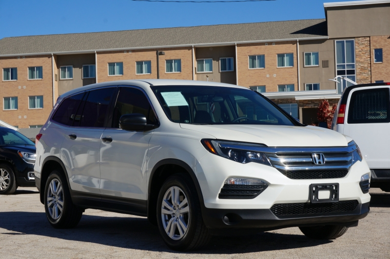 Honda Pilot 2016 price $17,950