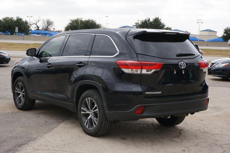 Toyota Highlander 2019 price $26,750