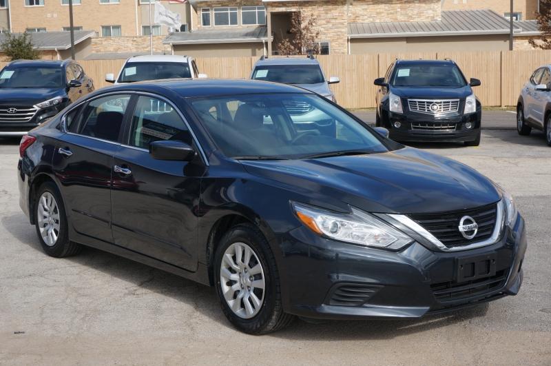 Nissan Altima 2017 price $14,750