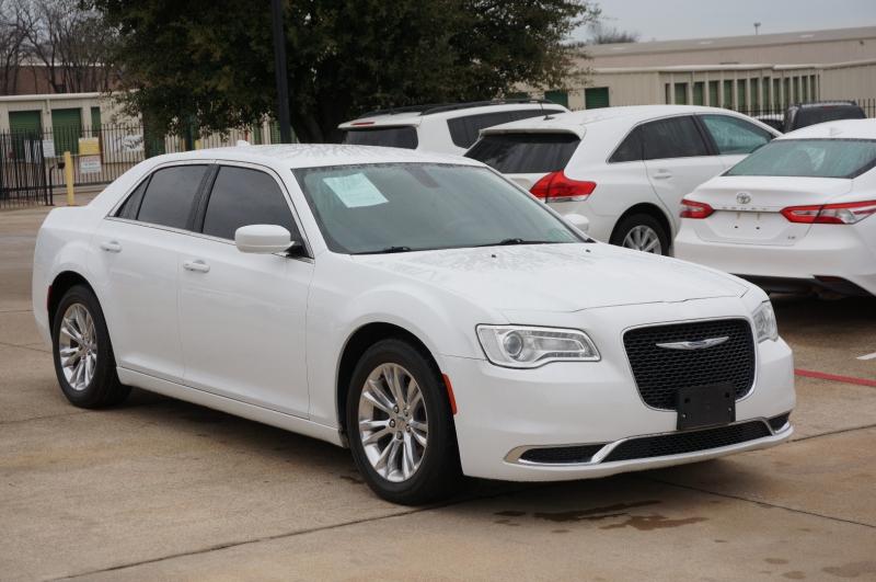 Chrysler 300 2016 price $18,995