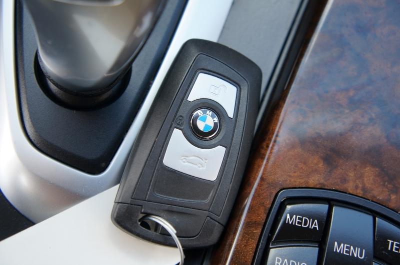 BMW 3-Series 2015 price $18,750