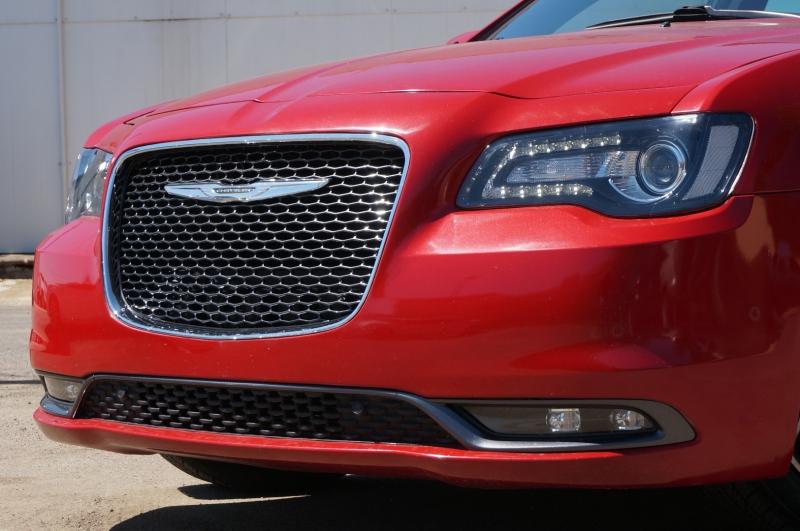 Chrysler 300 2017 price $28,900