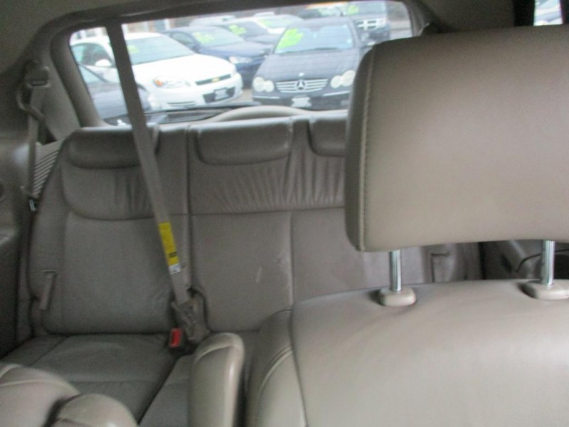 TOYOTA SIENNA 2004 price Call for price