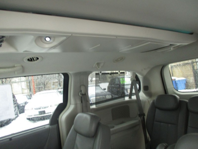 CHRYSLER TOWN & COUNTRY 2009 price $6,495