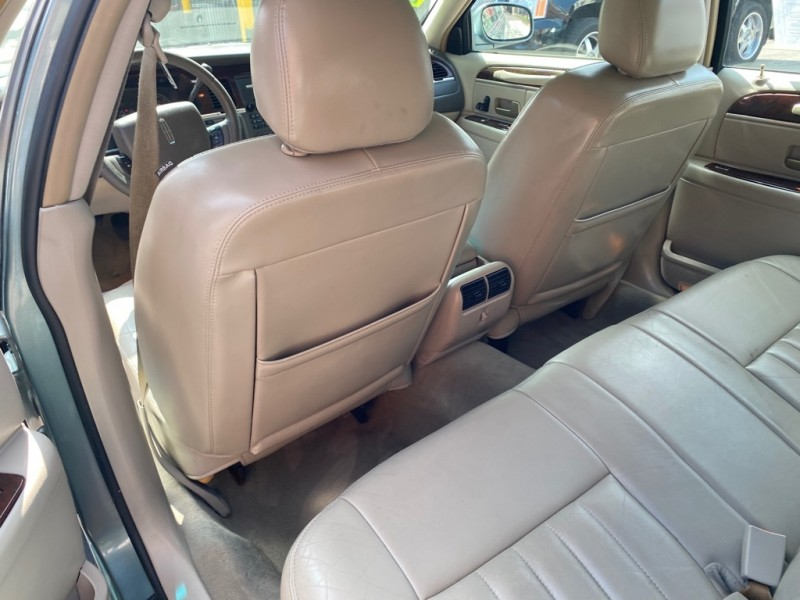 LINCOLN TOWN CAR 2006 price $4,995