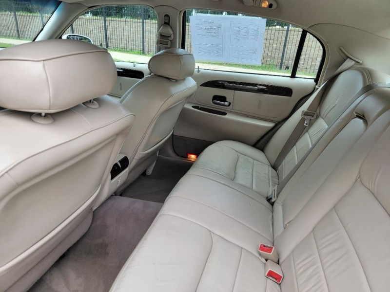 LINCOLN TOWN CAR 2001 price Call for price
