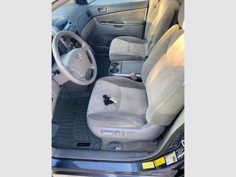 Toyota Sienna 2010 price $7,100